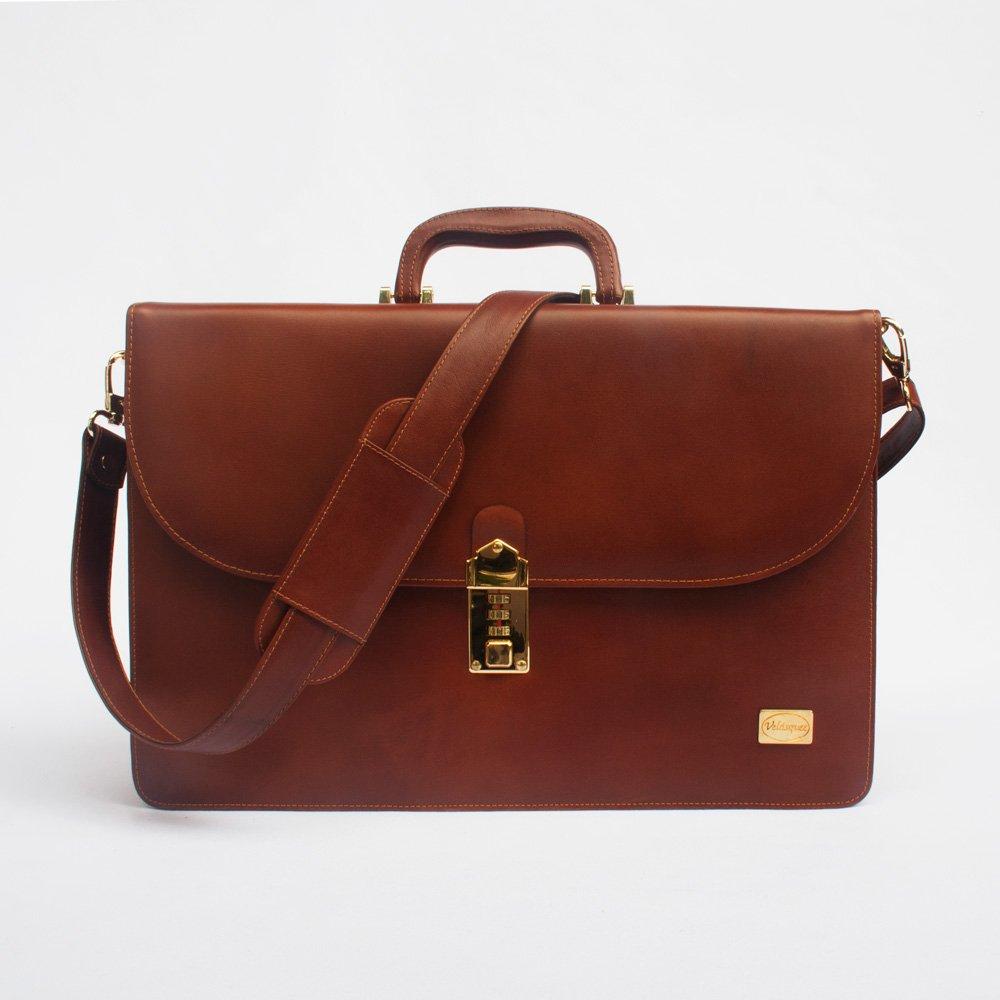 maletin ejecutivo de cuero color caramelo con accesorios dorados