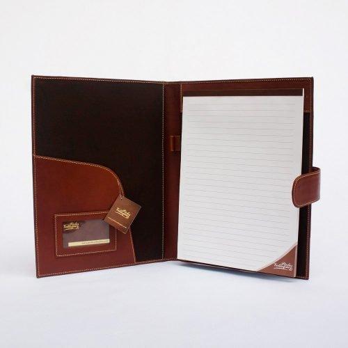 porta carpeta de cuero genuino a4 color caramelo abierto